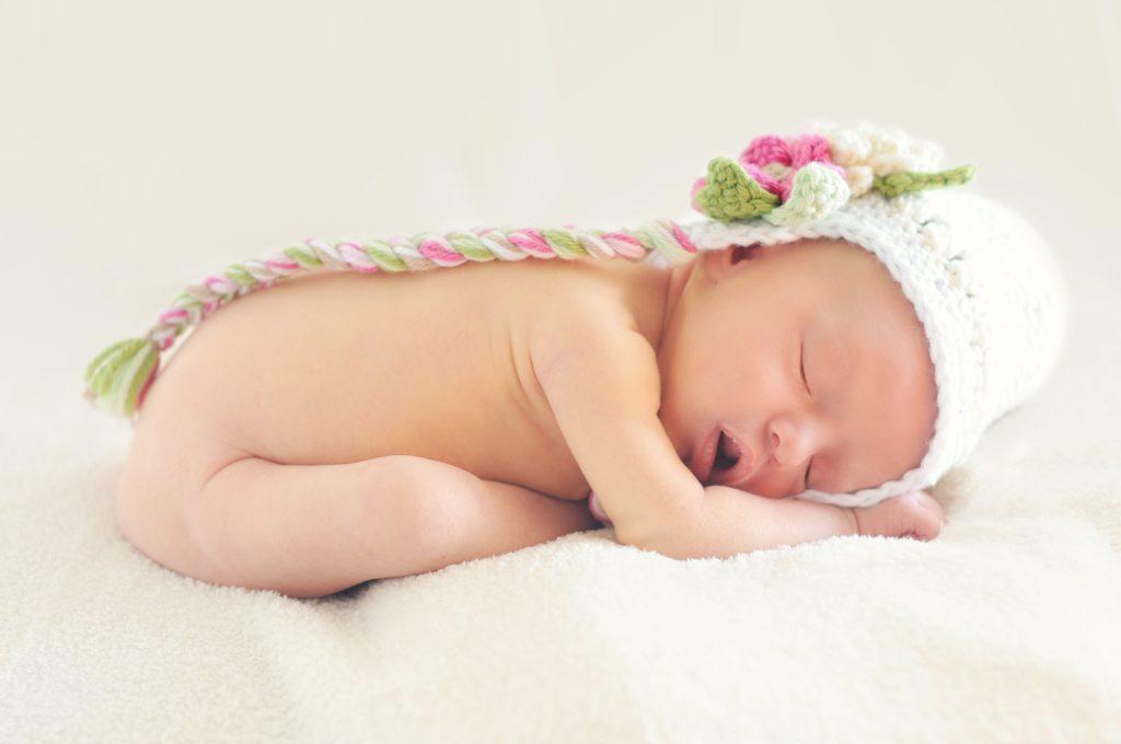 איך יוצרים סביבת שינה בטוחה לתינוק-