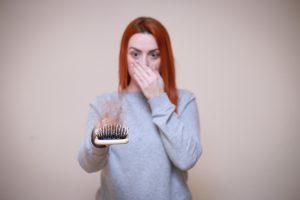 זה לא אבוד כך תתמודדו עם נשירת שיער אחרי לידה