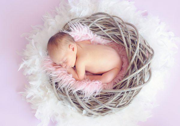 איך יוצרים סביבת שינה בטוחה לתינוק?